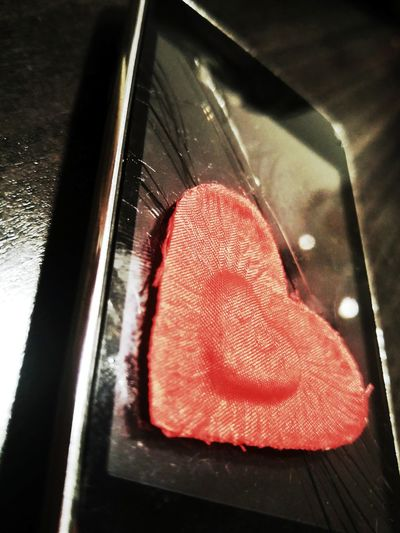 Is this love... PhonePhotography Ipod Heart Love Broke NoRomance Indoors  No People Close-up Day Colors Red Contrast