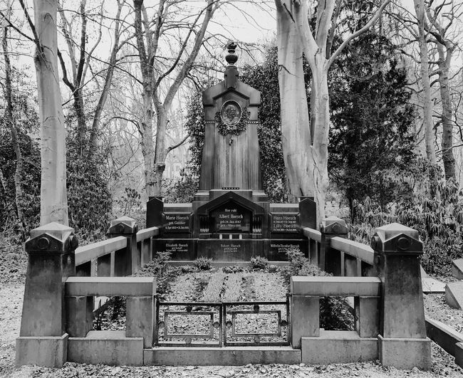 Ostfriedhof. 6/7 Photooftheday Photography Photographer EyeEm Best Shots EyeEmBestPics EyeEm Selects EyeEm Best Edits Blackandwhite Photography Black And White Blackandwhite Check This Out Capture Close-up Religion Belief Spirituality Built Structure Architecture Place Of Worship Day No People Representation Art And Craft Human Representation Building Statue Sculpture Plant Male Likeness Outdoors
