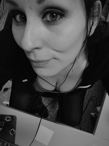 Happy Friday Workselfie IPhoneography Selfportrait ThatsMe Self Portrait Selfie ✌ Working Hi! Thats Me  February 2016 Blackandwhite Black And White Smile