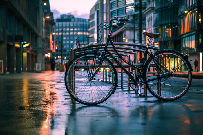 Bike Bikeporn Bicycle Bicycle Rack Bicycle Parking Evening Light Holborn Viaduct London London Lifestyle Retro Bicycle Building Exterior City Evening Illuminated Land Vehicle No People Outdoors Sonyalpha Transportation Wet EyeEm LOST IN London EyeEm Selects EyeEmNewHere Paint The Town Yellow Shades Of Winter The Graphic City Mobility In Mega Cities Colour Your Horizn