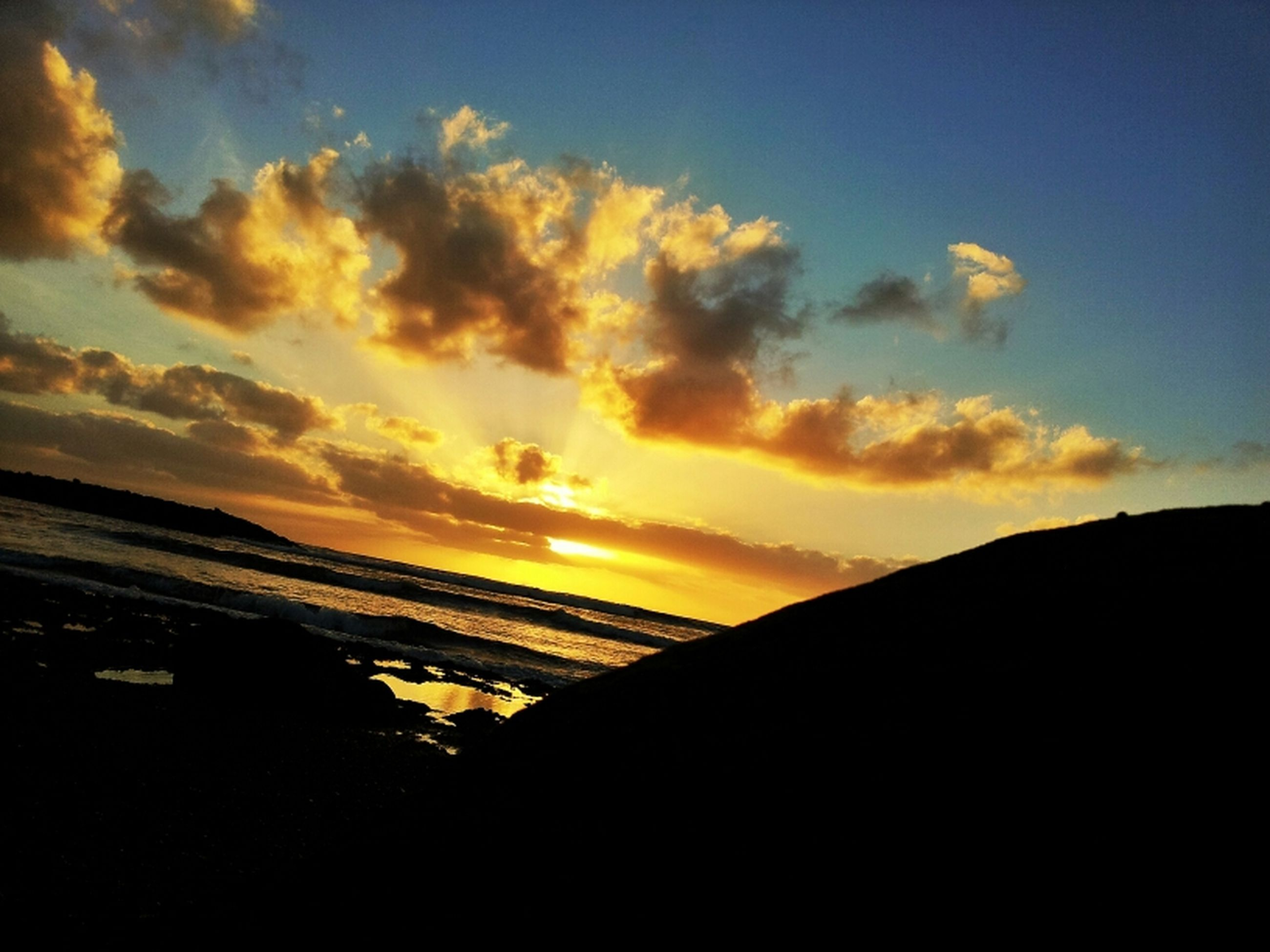 sunset, scenics, tranquil scene, sky, beauty in nature, tranquility, water, sea, orange color, sun, silhouette, idyllic, cloud - sky, horizon over water, nature, cloud, shore, beach, sunlight, outdoors