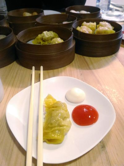 Dimsum anyone? Dimsum DimsumPlatter Dimsumday Dimsumbreak Dumplings Are Chinese Food Food And Drink Dumpling  Chinese Dumpling Dim Sum Chinese Food Serving Size Chinese Takeout Asian Food Chinese Culture Chopsticks Served Prepared Food