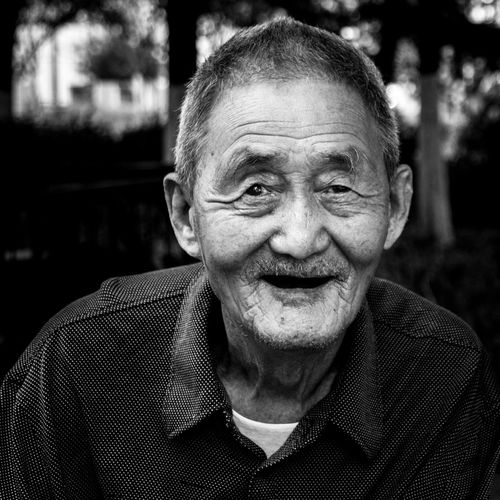 Portrait Looking At Camera Front View Focus On Foreground Close-up Headshot Smiling Selective Focus People And Places Face Day Oldman Asian  Facial Expression Person Outdoors