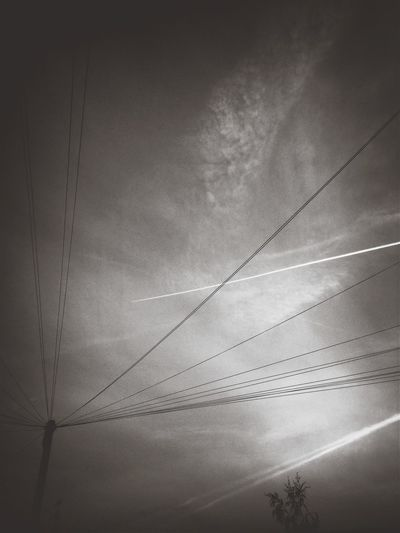 Decepceptively Simple]ple] London Black & White Blackandwhite Photography Streetphotography_bw Bnw Black&white London sky lines!