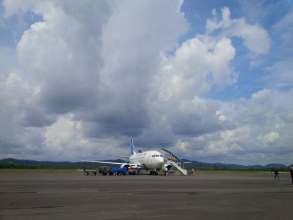 No Filter, No Edit, Just Photography Airplane Airport Clouds Garuda Indonesia
