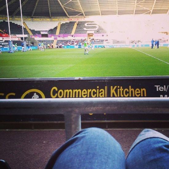EpicView PitchSideIsTheBest Leinster Dublin Ireland Irish OspreysVLeinster LibertyStadium Swansea WarmingUp Fit Rugby RugbyUnion RugbyPlayers Sunshine Happy ShameWeDidntWin GreatAtmosphere GoodGame GoodMatch
