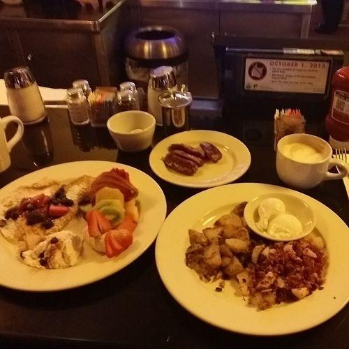 Breakfast Date w Dad CafeMason Swedishpancakes Hashbrownandpotatoes Poachedeggs Chickenapplesausage Mixedfruits Homefries Latte Doubleshotespresso Housecoffee Yummy SF Sanfrancisco Imissthecity Bayareababy Happythanksgiving