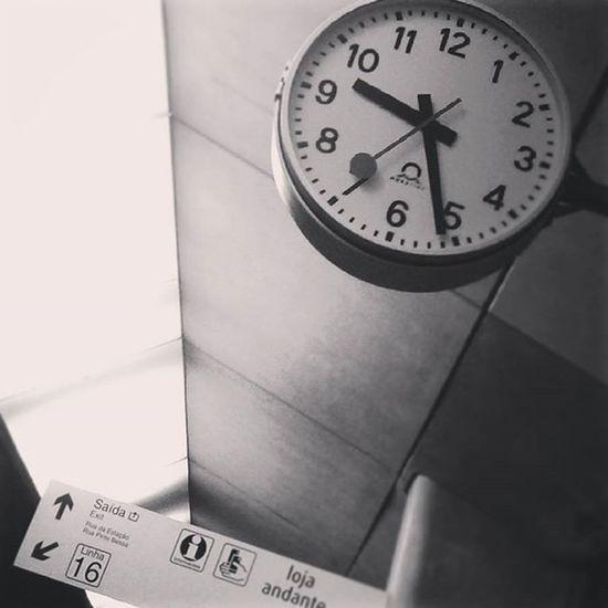 As time goes by Porto Portonoinsta Oportolovers Igers_porto Igersopo Ig_porto Portugal Trainstation Comboio Cp Peloscaminhosdeportugal Portugaldenorteasul Jornalinsta A_meu_ver Instadaily Instagood Time Clock Tempo Blackwhite Bw Monotone Bnw_life Bnw_city Igersbnw blackandwhite bnw pt_bnw_ instablackandwhite instabw