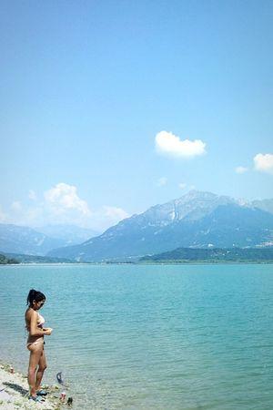Vista del Lago di Santa Croce dalla Baia delle Sirene. Peace And Quiet Walking Around Lake