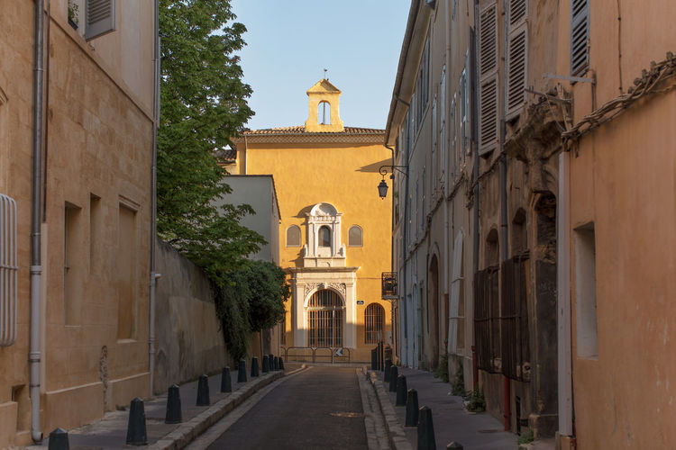 Narrow street at the Old city, Aix-en-Provence Architecture Building Exterior Built Structure Day Footpath Narrow Old Town Outdoors Sky Sunlit Sunny The Way Forward Town