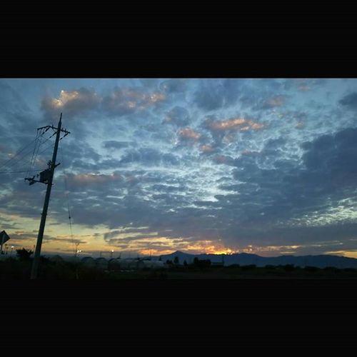 今日もおつかれさまでした。 空 Sky イマソラ ダレカニミセタイソラ Team_jp_ Japan Instagood 景色 Scenery 自然 Nature Icu_japan Ig_japan Ig_nihon Jp_gallery Japan_focus Sunset Sunsets Sunsetlovers Skylovers 夕方