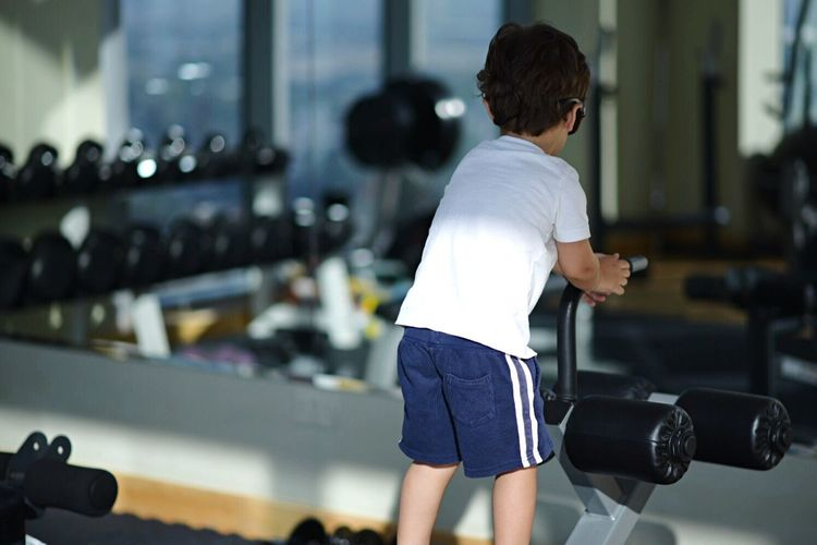 Real People Rear View Focus On Foreground One Person Lifestyles Holding Indoors  Gym Exercising Young Adult Exercise Equipment Health Club Day People Kids Childhood Children