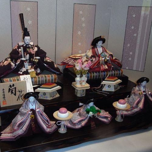 Show window in Hina Doll RICOH R8 雛人形 こういう時節ですね。そいでは Good night