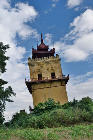 Nanmyin, the leaning watchtower of the old Ava royal palace. Inwa, Mandalay region. Myanmar Ancient Architecture Ava Mandalay Old Royal Palace Ruins Ruins Of A Castle Ancient Kingdom Building Exterior Earthquake Inwa Leaning Leaning Tower Mandalay Region Myanmar Nanmyin Old Tower Outdoors Ruins Architecture Southeastasia Tower Travel Destinations Watchtower