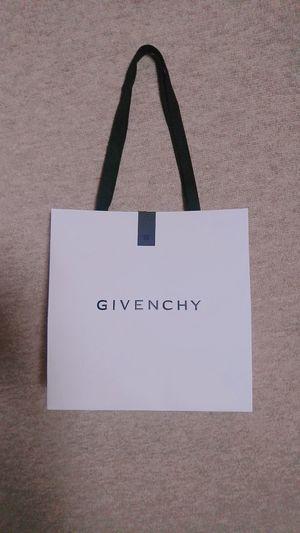 お誕生日プレゼントはGIVENCHYのスキンケアに😊✨香りも良くてgood💫men'sにもおすすめなんだって👨💕💕ちゃっかり自分のも買っちゃった🐒💕彼にはblue 保湿 のイドラ スパークリング 👨私はpink 艶のランタンポレル ブロッサム👯ローション&セラム&クリーム💆 保湿 艶 ツヤ肌 Present 美容 Beauty スキンケア 美容男子 Givenchy 美肌