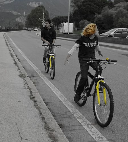Two People Bicycle Transportation Sony A7RII Sony A7rm2 Zeiss EyeEm Selects Sal24f20z Black And White Collection  Blancoynegro Black & White Photography Blackandwhitephoto Streetlife Yellow Paint The Town Yellow Giallo Bicilette Second Acts