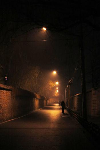 方寸灵台金丹房,莫向暗地泯天良,不信举头三尺望,监控何处不上墙。 night Night Street Street Light City The Way Forward One Person Walking Road Silhouette