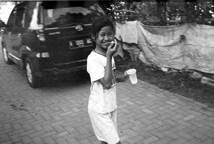 Film Blackandwhite Streetlife Streetphotography Streetphoto_bw 35mm Film Street Photo 35mm Film Is Not Dead Film Photography Black And White Photography Blackandwhitephoto Black & White Bw Blackandwhite Photography Kodak Kodakfilm Cilegon