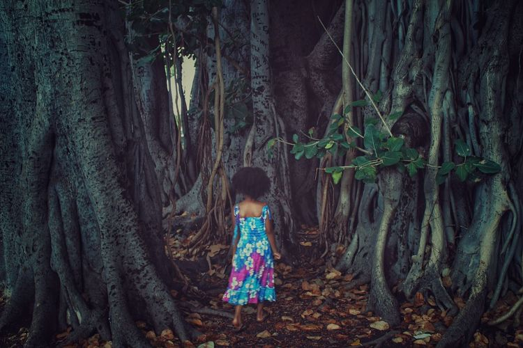 Where to little one? Nature's Diversities Tree Hello World Finding My Way Kids Being Kids Kidsphotography Adventures Wildlife & Nature Wildlife Photography