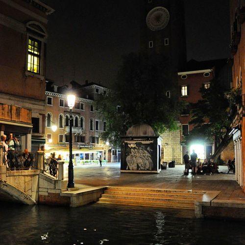 In den Straßen von Venedig kurz vor Mitternacht Bibione5aquae Bloggerreise Reiseblog Nightlife Night Nachtaufnahmen Wasser