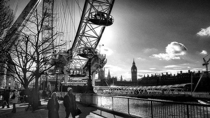 Southbank, London. Southbank Londonsouthbank LondonEye London GB Greatbritain River Riverthames Bigben Westminster Westminsterbridge Housesofparliament Londoninblackandwhite Blackandwhitechallenge Blackandwhite