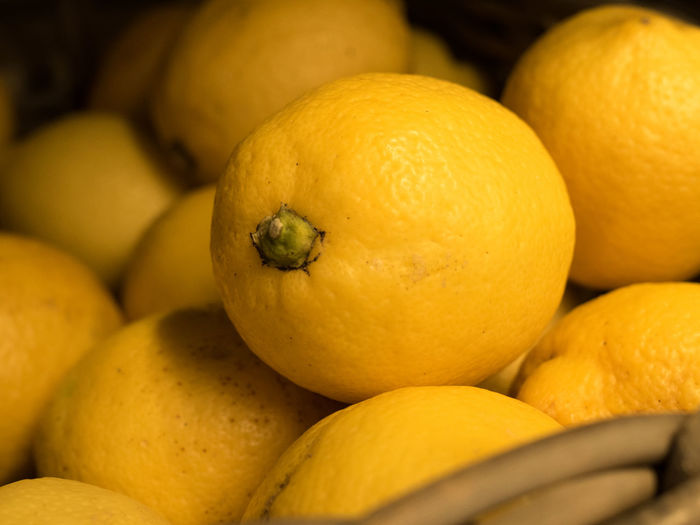 Lemon Citron Yellow Vitamin C Food And Drink Food Fruit Healthy Eating Citrus Fruit Freshness Wellbeing Close-up No People Abundance Large Group Of Objects Retail  Group Of Objects Orange Color Market Indoors  Orange - Fruit Organic Orange Ripe