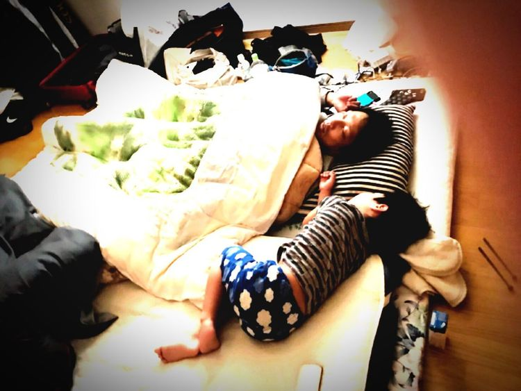Photographing Indoors  Bedroom High Angle View IPhoneography Two People Toghetherness W/sorachi Day Kid Young Adult Sleeping Beauty Snap Portrait Iphonephotography Aomori Nothern Be. Ready. EyeEmNewHere 세계 Photooftheday Snapshots Of Life BoysBoysBoys Cute Modelboy