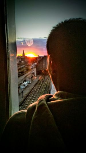 Nuevo comienzo Futuro Trabajo Riel Rieles Estación De Tren Retiro One Person Day GoodMorning⛅ Windy Day Window