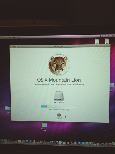 finally upgrading my old laptop to mountain lion :D Computer Time