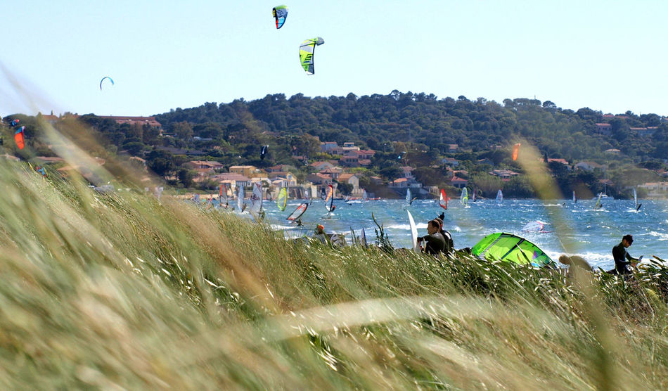 Large Group Of People People Real People Men Sky Motion Water Leisure Activity Adults Only Kitsurfing Le Var Hyères Les Palmiers Day Adult Mid-air Sport Spraying Outdoors Only Men Extreme Sports Stunt Women Flying