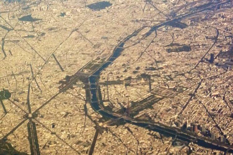 Paris, Champs Elysées, Arc de Triomphe, Tour Eiffel, Tour Montparnasse Taking Photos Hello World From An Airplane Window Paris