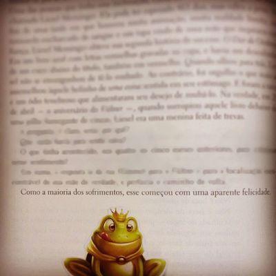 """""""Uma menina feita de trevas."""" Ameninaqueroubavalivros Livro  Frasedodia Frasesdelivros"""