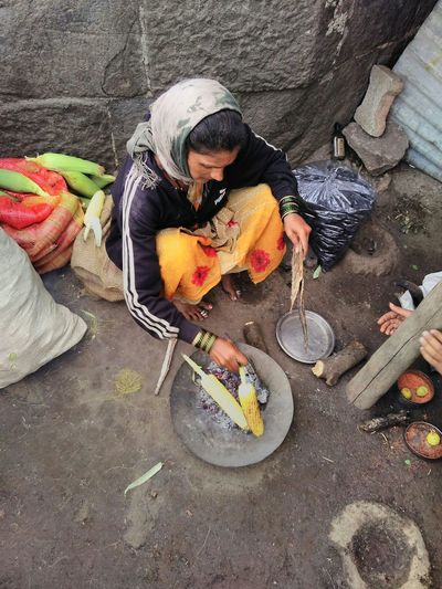 India Incredible India People Food On The Go Indian Food Roasted Corn