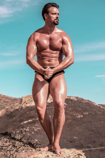 Bodybuilder in the wild Body & Fitness BodyBuilder BodybuilderLifeStyle Bodybuilding Arnoldschwarzenegger Body Curves  Bodyart Bodybuildingmotivation Bodyfitness Day Fitness Fitness Model Fitness Training Fitnessmodel Fitnessmotivation Lifestyles Muscle Muscles Nature One Person Outdoors Real People Shirtless Sky Young Adult