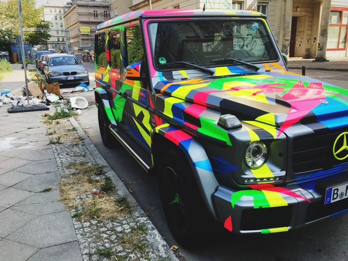Jeder ihren Spaß Art Trash Transportation Land Vehicle Car Mode Of Transportation Motor Vehicle Multi Colored Street City Day Outdoors