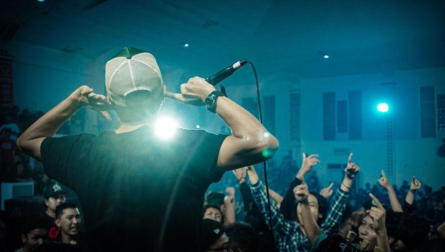 Crowd control on music consert