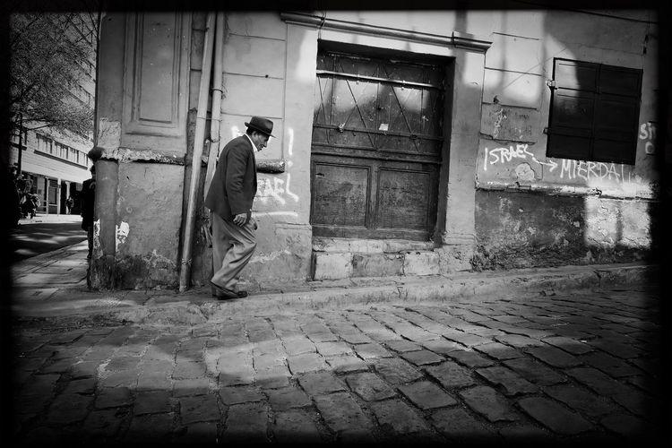 B&w Street Photography NEM Black&white Streetphotography Eye4 The Streets EyeEm Best Edits Tadaa Community Blackandwhite Monochrome Streetphoto_bw EyeEm Best Shots - Black + White Bolivia Lapaz Traveling Light And Shadow Urban Geometry