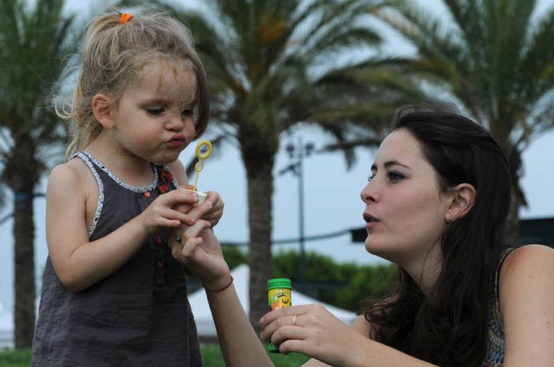 Ellana Nikon Portrait Children Playing SudDeFrance Woman And Child