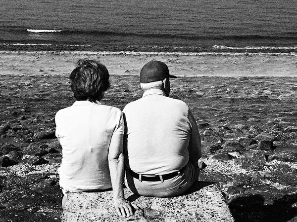 Old age couple spending time at seafront Old Age People Senior Pictures  Seniors Retirement Retirement Plan Old Age Couple Senior Couple Black And White Photography Black & White Relationship Goals Unrecognizable People TCPM