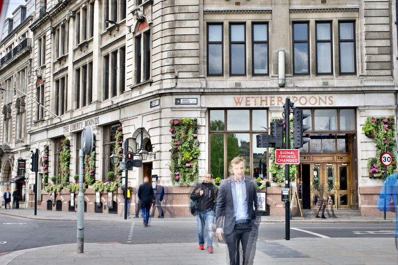 Londres Street Architecture Walking Building Exterior City Men Outdoors Day