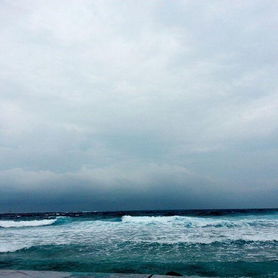 The View Is Always Amazing When Ever It's Gonna Rain Or It's Raining. Moments Like These Just love it. Raalhugandu Sea Seawaves Clouds Differentshades Bubbles HeavySeaWaves Pressure Rain RainyDays Rocks Maldives View Todaysview SunnySideOfMaldives IslandLovers BestTouristVisitPlace Beauty Beach Instapic Instalike Tagsforlikes Followforfollow Onedirection Enriqueiglesias