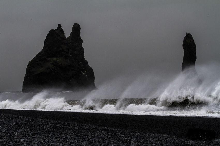 EyeEmNewHere Islande Pluie Noiretblanc Rochers Tempête Vent Ventana Vik