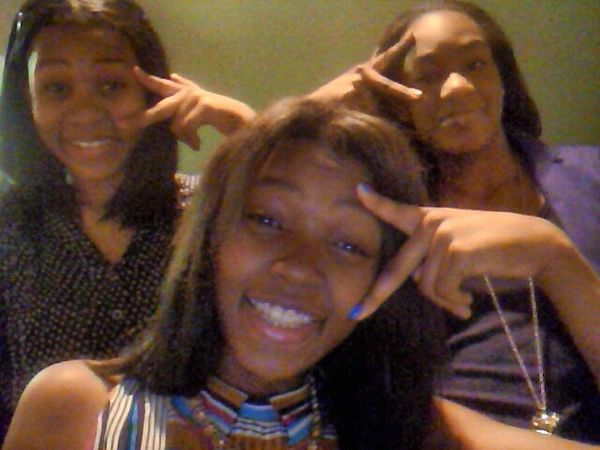 Me n the middle my cuzin on the right n my lil sis on the left ...yea we cute