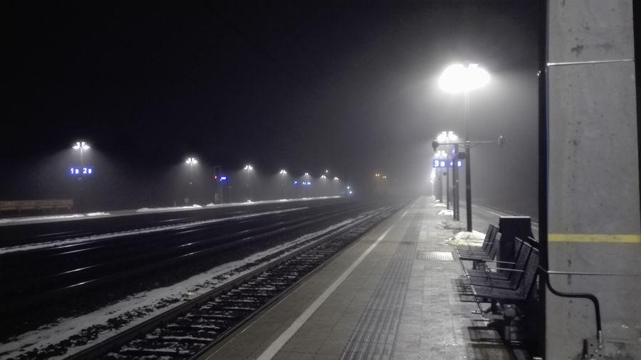 Bahnhof bei Nacht Bahnhof Bei Nacht Fog Foggy Foggy Night Illuminated Nacht Nebel Nebelig Night Night Lights No People Outdoors Railroad Track Spookey Street Light Trainstation By Night Transportation Shades Of Winter