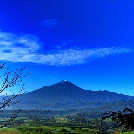 Gunung slamet, dilihat dari desa sumbarang,jatinegara,tegal Nature Mountslamet Tegal Jatinegara_tegal indonesia_photography exploretegal