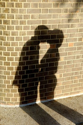 Shadow kiss Couple Kiss Love Architecture Brick Wall Building Exterior Built Structure Day Outdoors People Real People Shadow Standing Sunlight Wall - Building Feature