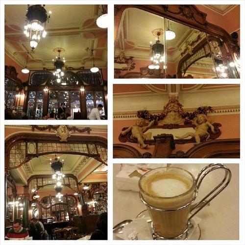 ポルト一の老舗カフェでコーヒータイム。