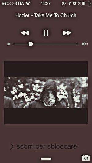 Mi commuovo ogni volta che ascolto questa canzone spettacolare !!????????