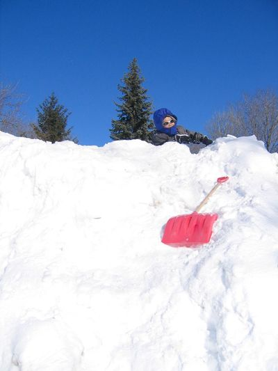 Snow bank climber Snow Winter Cold Temperature Nature Ski Holiday White Color Day Vacations Snow Bank Torontophotographer Toronto Adventure Leisure Activity One Person Sport Snowboarding Real People Beauty In Nature Sky Ski Goggles Mountain Lost In The Landscape Connected By Travel EyeEmNewHere Be. Ready. Perspectives On People Shades Of Winter