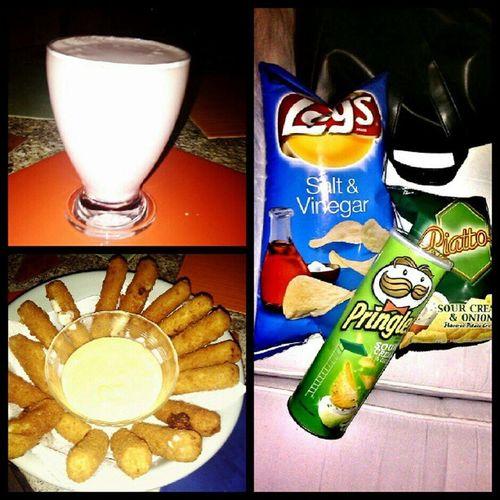 Post-dinner bonanza: homemade strawberry milkshake, mozzarella sticks with homemade cheddar dip, and lots of chips. Gaaaahhhh SukoNaKo